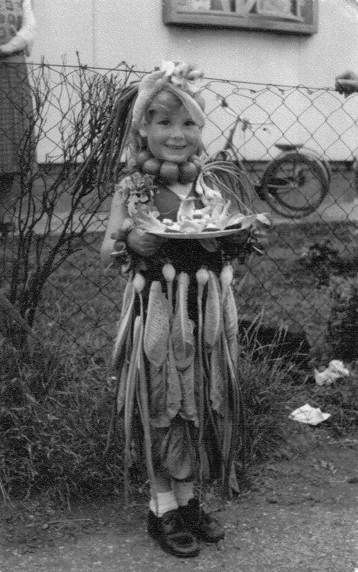 prefabs-trish-salad-queen-1953-2nd